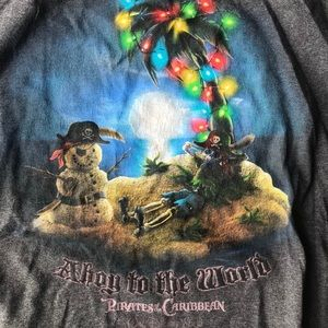 Disney Shirts - Disney pirates of the Caribbean Christmas tee XL